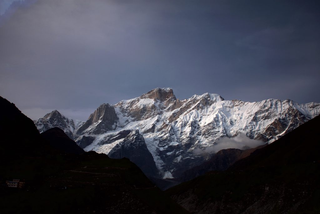 mountains and peaks in himalayas