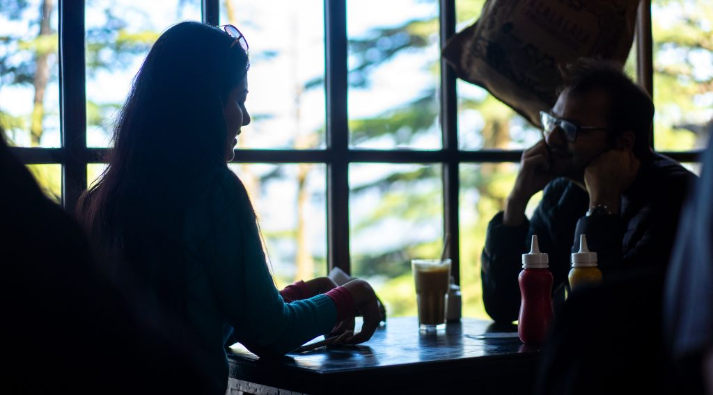 2 people drinking at a cafe