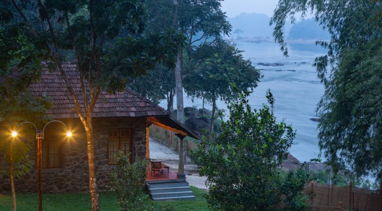 Quiet by the river, CGH Earth - river lodge 5