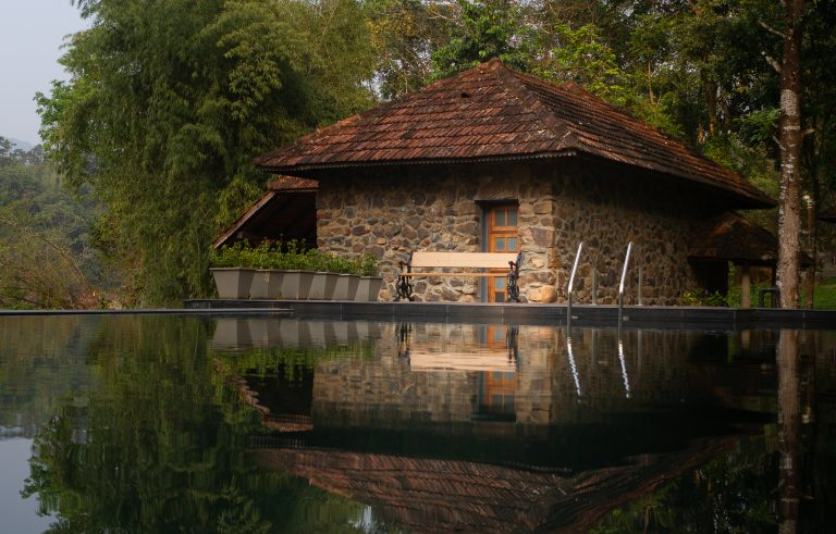 Quiet by the river, CGH Earth - riverside retreat- pool and cottage